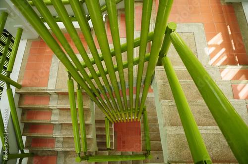 schody-z-zielonymi-kratami