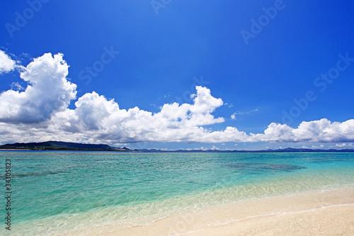 Fototapeta 水納島の透き通る海と入道雲 obraz