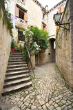 Fototapeta Na drzwi - Courtyard with stairs in Mediterranean town