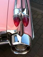 Heckpartie Eines Pinkfarbenen Fünfziger Jahre Straßenkreuzers
