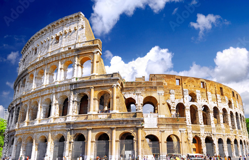 Photo  The Colosseum, the world famous landmark in Rome.