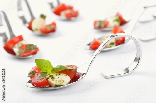 Recess Fitting Appetizer Leckere Tomate-Mozzarella-Häppchen