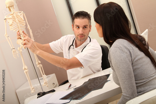 Fotografía  Arzt mit Patientin
