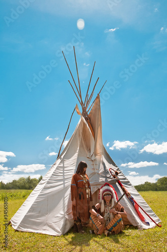 In de dag Indiërs Group of North American Indians about a wigwam