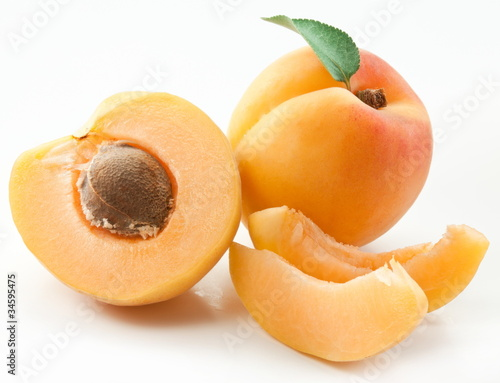Photo Apricots with leaves