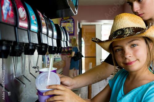 Láminas  enfants au distributeur de soda