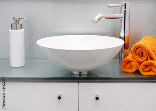 Modernes Bad - Waschbecken & Armatur