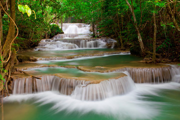 Obraz na SzkleDeep forest Waterfall in Thailand