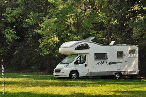 Cuadros en Lienzo Camper in sosta in campagna