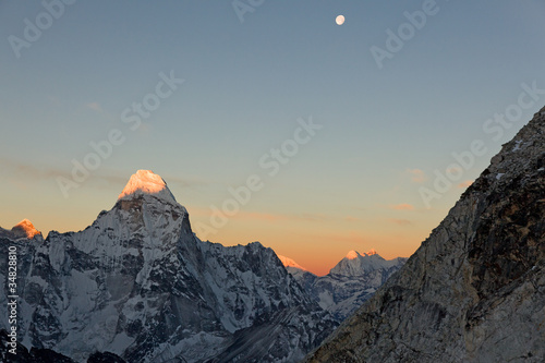 Photo  Ama Dablam sunrise