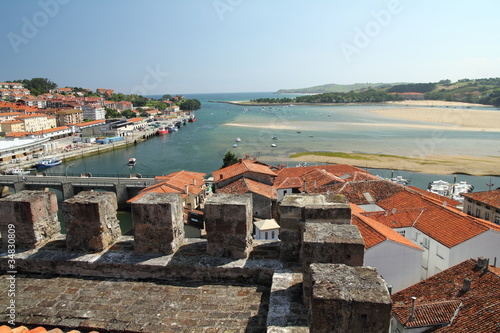 Vista de San Vicente de la Barquera, Cantabria. Canvas Print