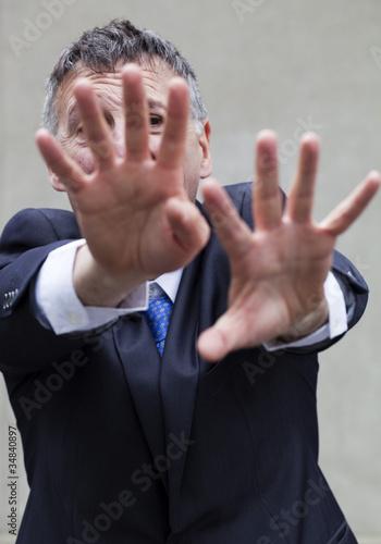 Fényképezés  homme d'affaires réfuter repousser mains tendues
