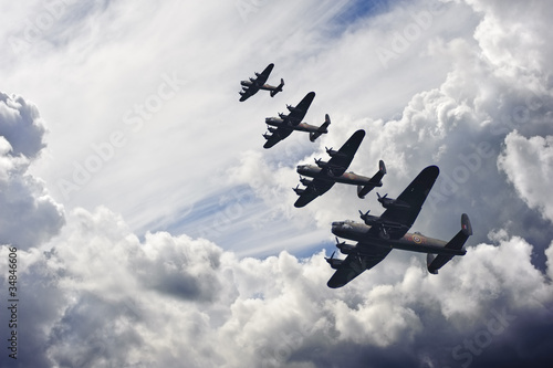 Cuadros en Lienzo World War Two British vintage flight formation