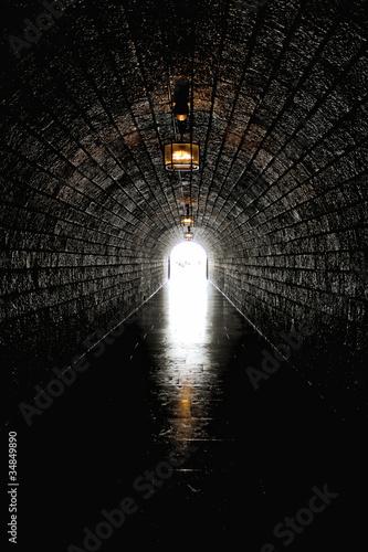Papiers peints Tunnel Licht am Ende des Tunnels