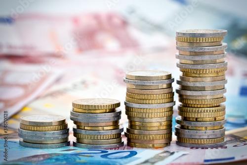 Fotografía  Piles de monnaie en croissance