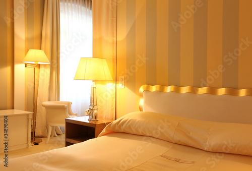 interno di camera da letto lussuosa - Buy this stock photo ...