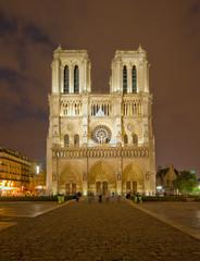 Notre Dame de Paris nocą