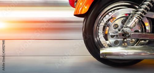 kolo-i-wydech-motocyklu