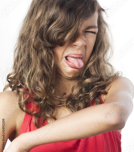 Photo jeune fille dégoûtée