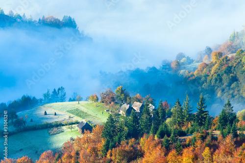 Foto op Aluminium Nachtblauw Autumn misty morning mountainside