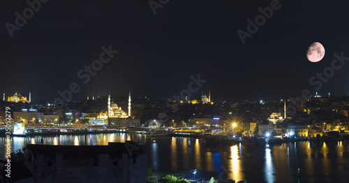 Photo Stands Full moon Istanbul Turkey,Panoramic View