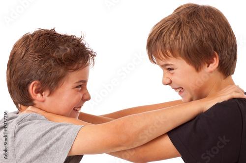 Fotografia, Obraz  Geschwister Streit - Kampf zwischen zwei Jungen