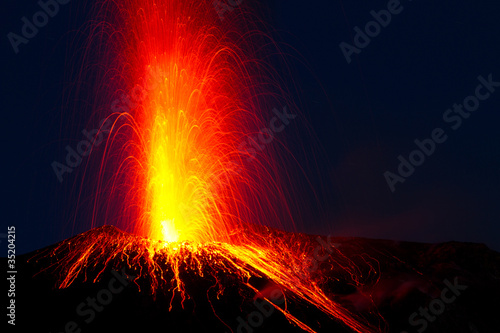 Photo sur Toile Volcan spectacular volcano eruption