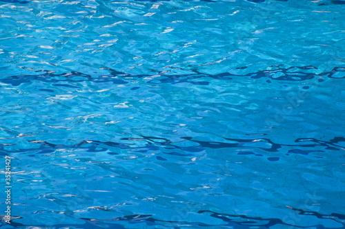Clear Pool Water Kaufen Sie Dieses Foto Und Finden Sie ähnliche