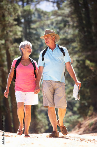 Senior couple on country walk Canvas-taulu