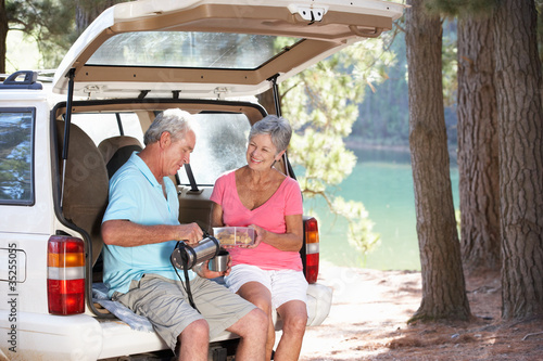 Valokuva  Senior couple on country picnic