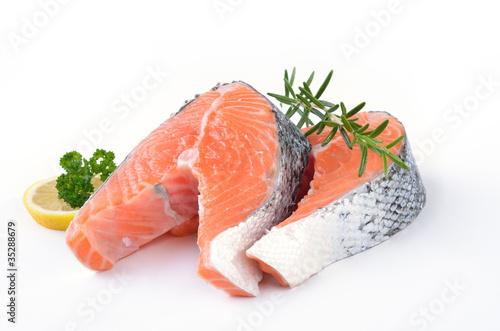 Fotografie, Obraz  Frischer Lachs auf weißem Untergund