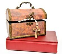 Cofre Con Rosario Y Biblia