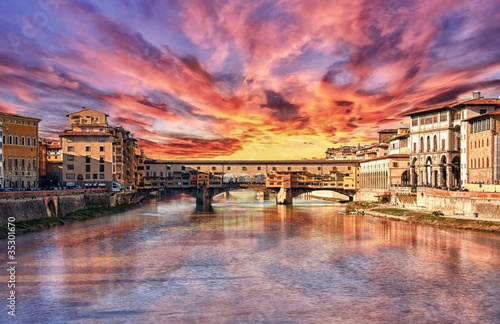 Photo Stands Candy pink HDR...Tramonto a Firenze....Ponte Vecchio