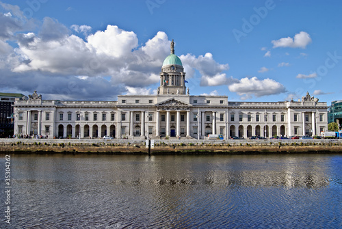 Photo  The Custom House (Irish: Teach an Chustaim) , Dublin