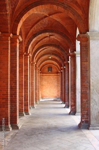 kolumnada-w-stylu-romanskim