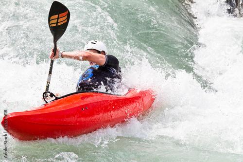 Fototapeta kayak in corrente