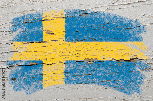 Fotografía  flag of Sweden on grunge wooden texture painted with chalk