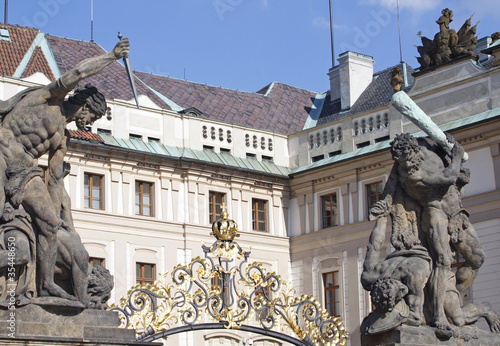 Fotografie, Obraz  pride and glory- Prager Burg Tor-I-Prague