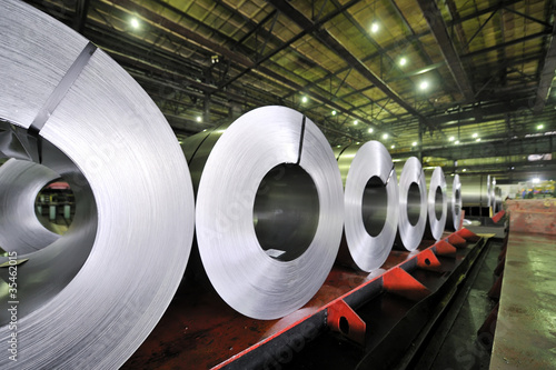 Fotografía  packed rolls of steel sheet