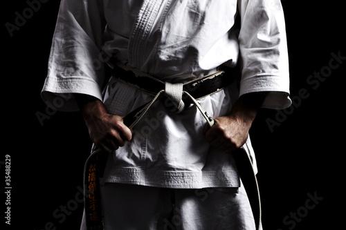 Karate, Schwarzgurt knoten vor schwarz 01