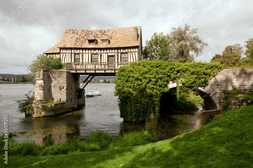Fotografia, Obraz  The old mill on medieval bridge in Vernon, Normandy