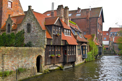 Photo sur Aluminium Bruges Classic view of channels of Bruges. Belgium.