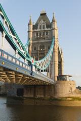 Fototapeta na wymiar Debajo del Puente