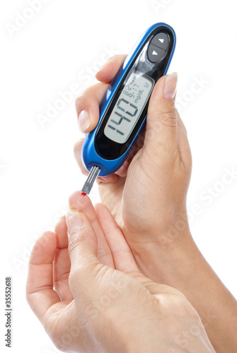 Fotografía  Diabetes patient measuring glucose level blood test
