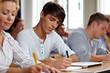 Studenten bei einer Prüfung