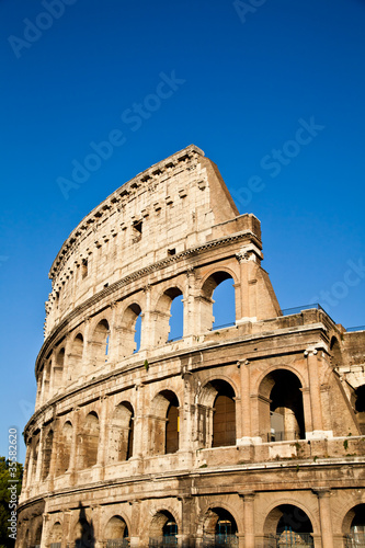 Photo  Colosseum with blue sky