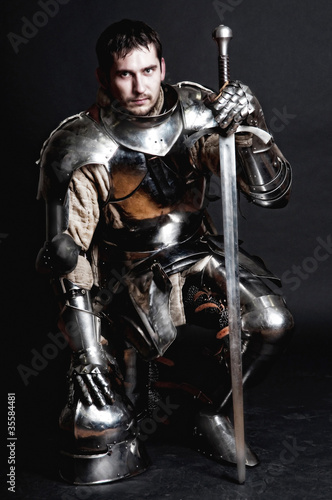 Great knight holding his sword and helmet Tableau sur Toile
