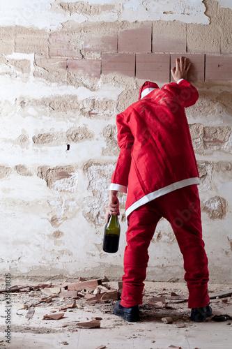 Valokuva  Staggering Drunken Santa Holding on a Wall