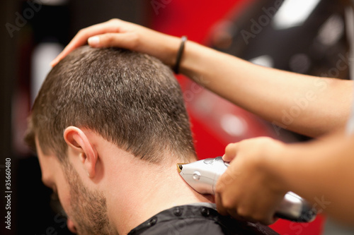 Fotomural Close up of a male student having a haircut
