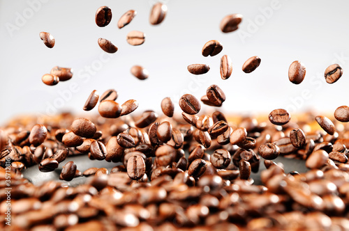 Poster de jardin Café en grains Music explosion of coffee beans, concept